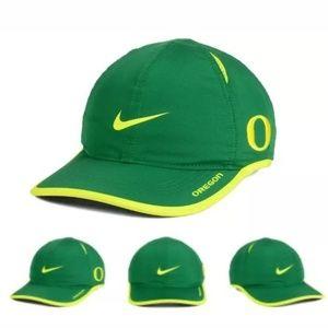 Oregon Ducks Nike NCAA Featherlight CapDri-Fit